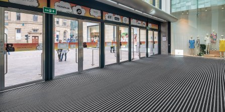 Gradus Welcomes Visitors to The Broadway